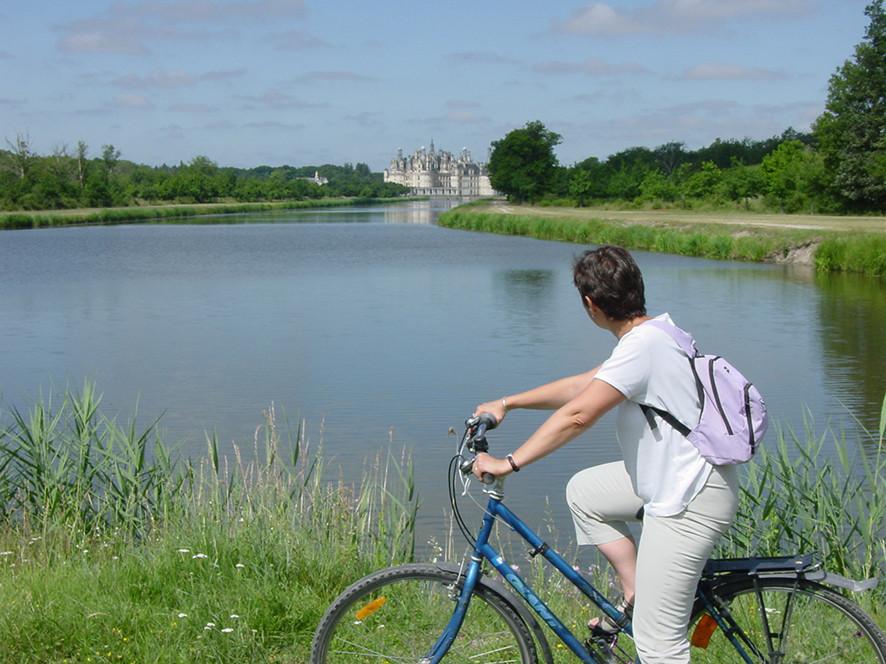 Camping Sites & Paysages  Les Saules à Cheverny - Loire Valley - Balades en familles et entre amis sur les circuits des Châteaux à Vélo, à Chambord