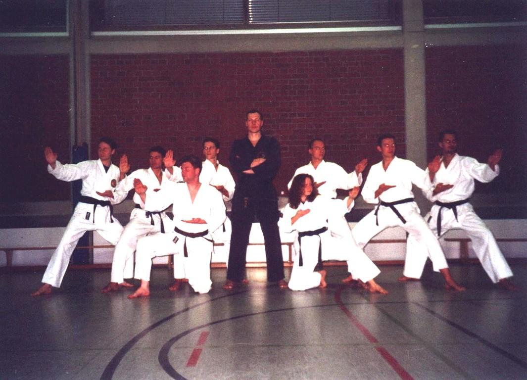 Sensei Christian Hörberg mit Meisterschülern im Jahre 2000