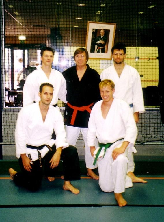 Die Sensei Martin, Andi und Robert und Anton mit Shihan Jim van de Wielle, 10. Dan im Jahre 2003
