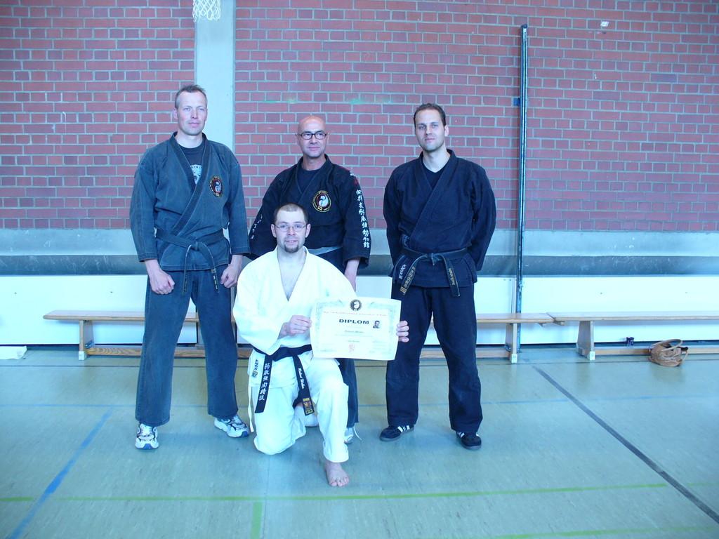 Danprüfung Sensei Robert mit Dojogründer Christian Hörberg, Soke Freddy Kleinschwärzer und Dojoleiter Martin Klamt im Jahre 2008