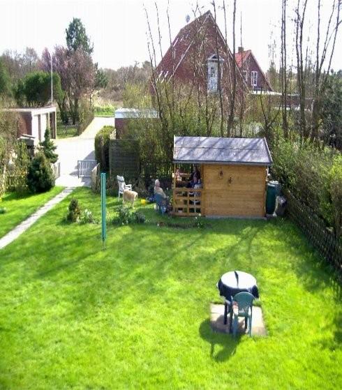 Blick auf den Garten der Ferienwohnung