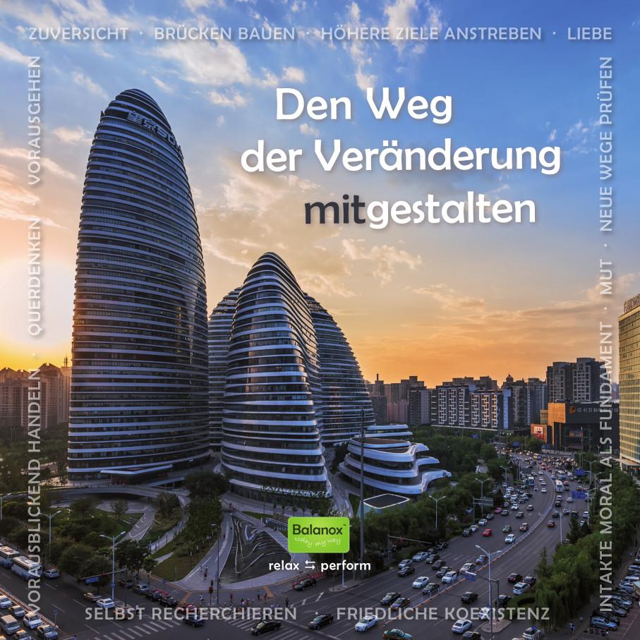 Wegbereiterinnen schreiben Architekturgeschichte: Architektin Zaha Hadid und Unternehmerin Xin Zhang gestalten neuartige Sphären. Im Bild: Galaxy Soho Beijing, istockphoto.  Grafik: RAUCHpower