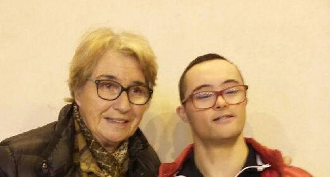 Marielle Goitschel et le jeune Cédric Matilla, membre de l'équipe de France de natation de sport adapté, qui vit dans le Comminges./ DR VLNO