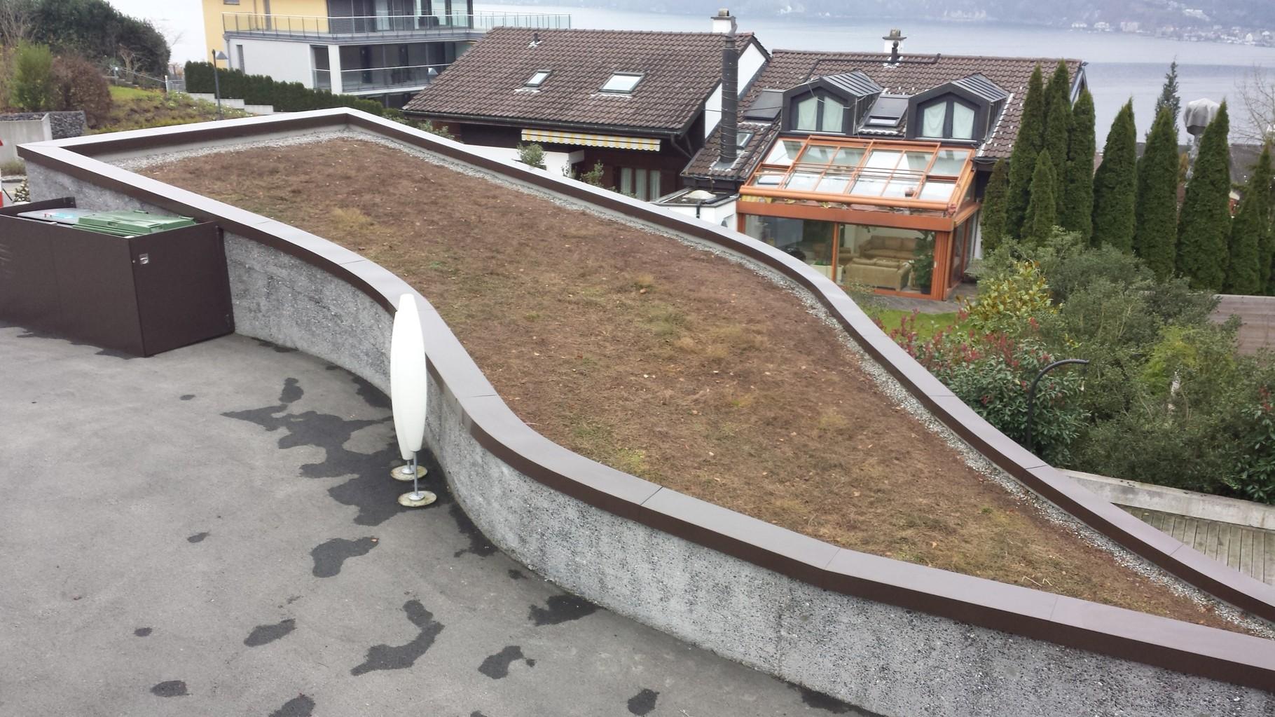 Mauerabdeckung in Aluminium Pulverbeschichtet, Hergiswil