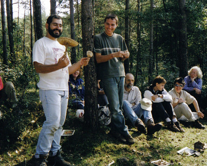 Som... caçadors de bolets! Sortida micològica a Súria (2000).