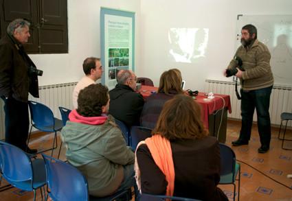 Taller: Inaugurem el grup de fotografia. Xerrada a càrrec de Joel Marc Romero Gort (Fotògraf, dissenyador i professor a FD Fotografia i Disseny)