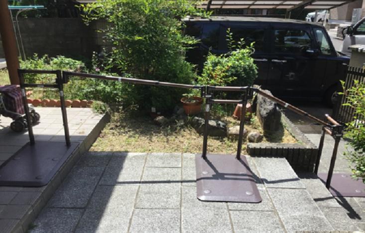 福祉用具レンタル|玄関屋外用置き型手すりたよレールSOTOE設置事例