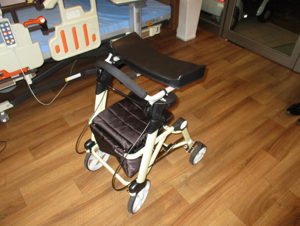 福祉用具勉強会|軽量でコンパクトな前腕支持歩行車・新商品【シトレア】