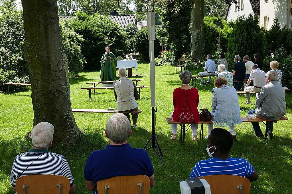 Hl. Messe im Freien gefeiert
