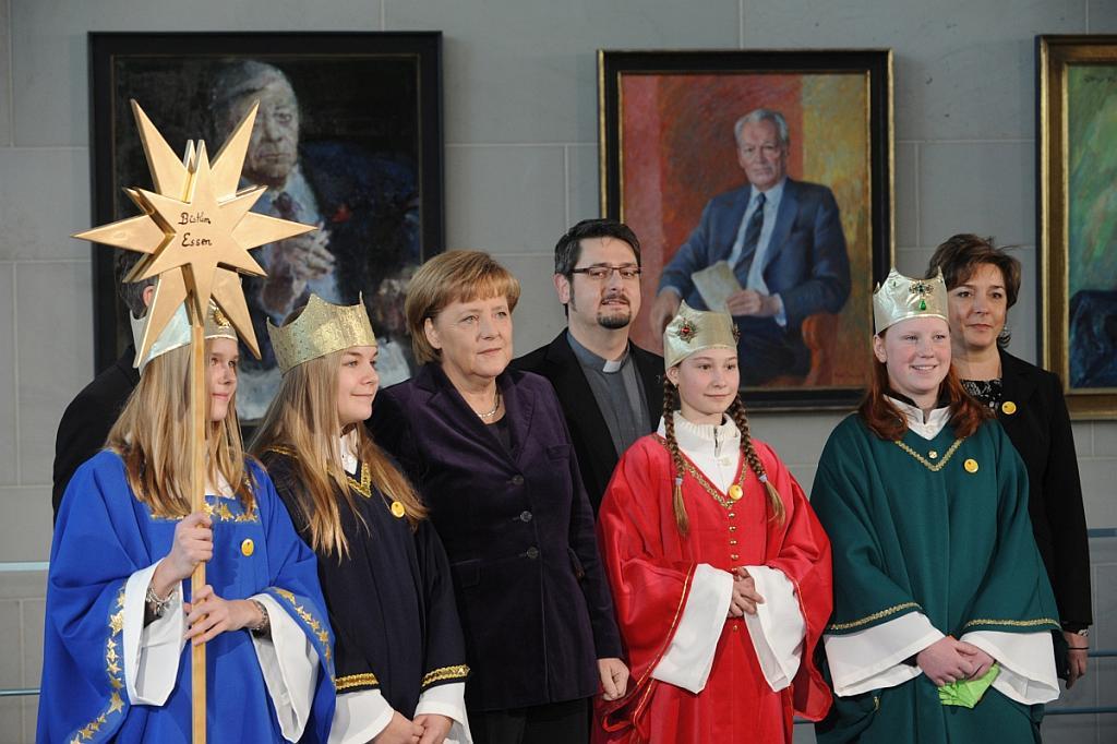 Sternsinger 2011 bei Bundeskanzlerin Angela Merkel