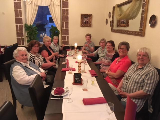 """Nach dem gemeinsamen Abendessen im """"La Perla"""""""