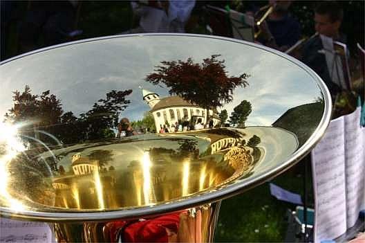 St. Josef spiegelt sich in Tuba