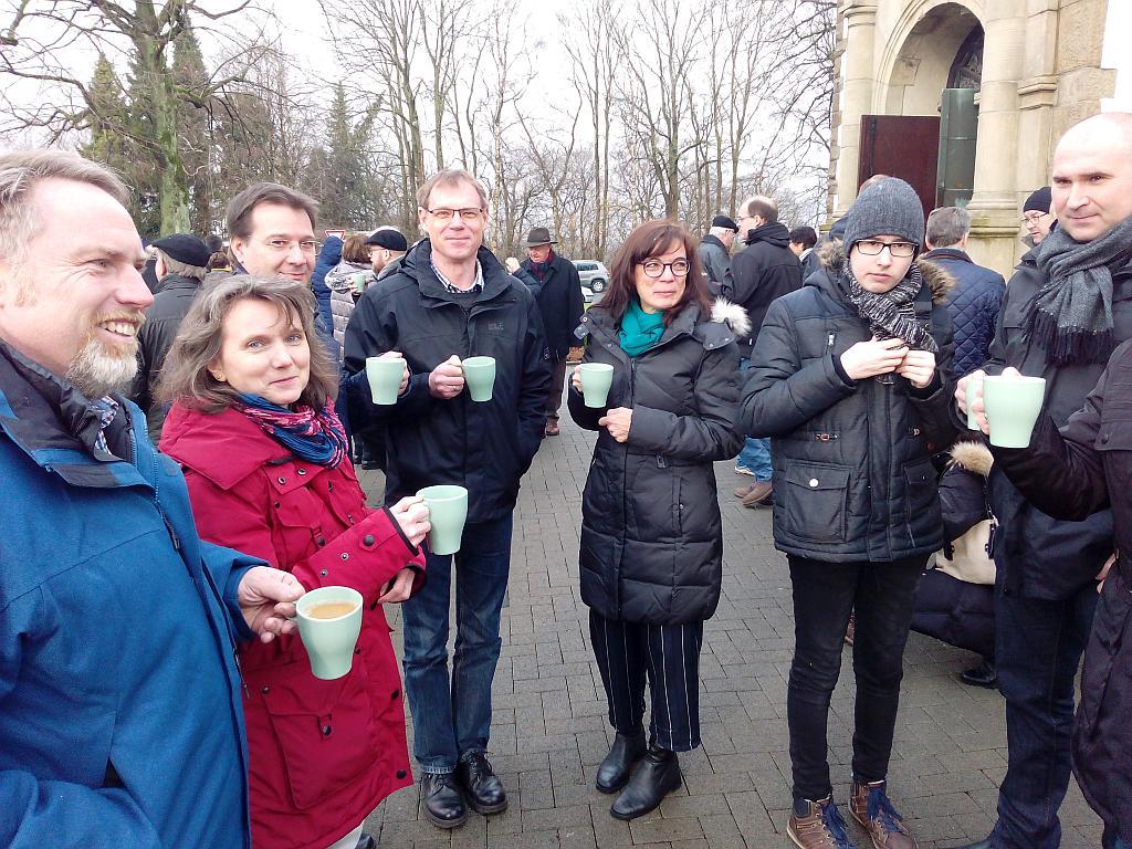 Kaffee-Genießer nach der hl. Messe am 21. Januar 2018