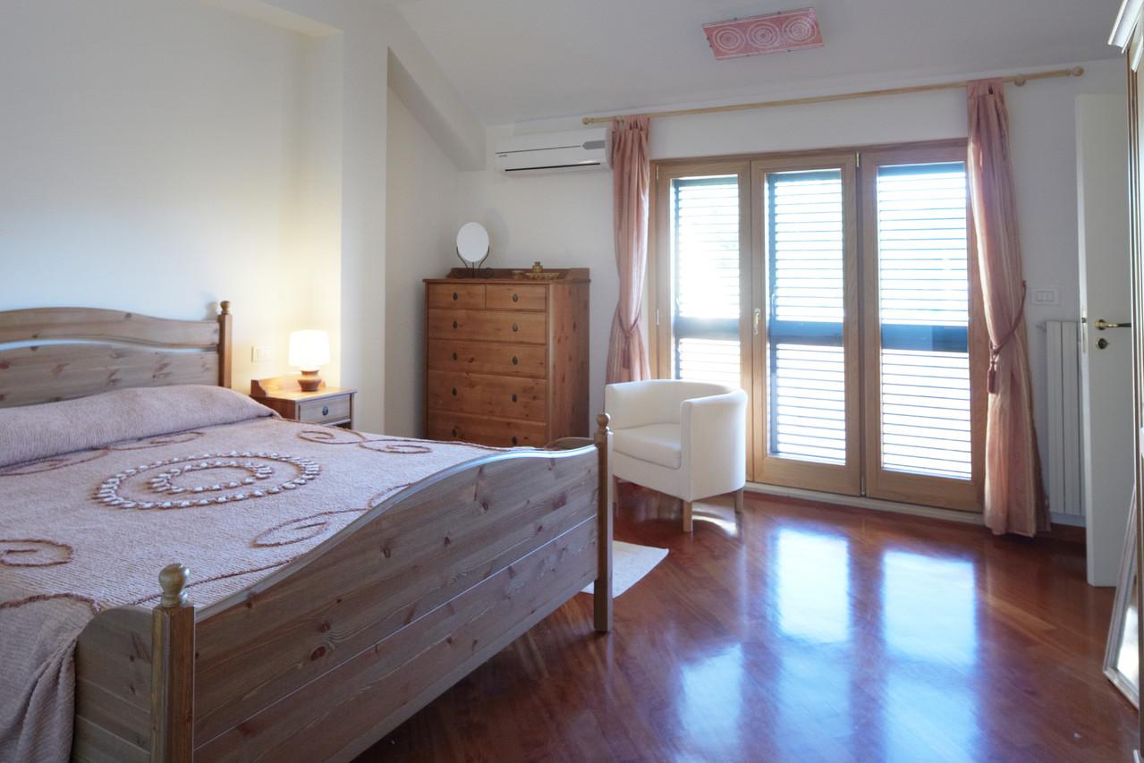 Falcon room