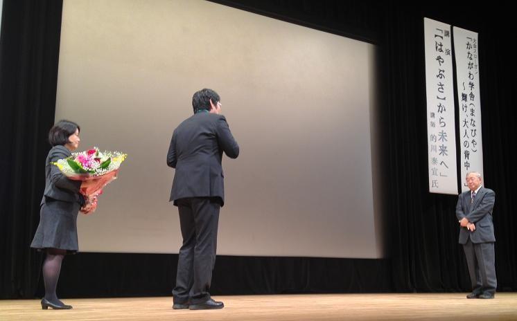 上野代専務の謝辞&田中常任理事から花束贈呈です、的川先生ありがとうございました。