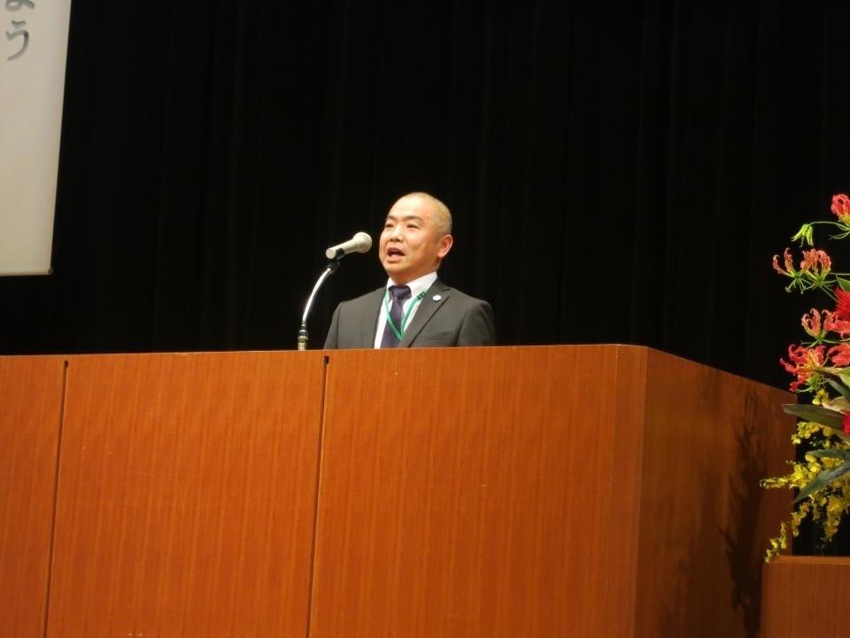 開会の言葉は玉野副会長、「ただいまから第54回神奈川県PTA大会を開催します!」