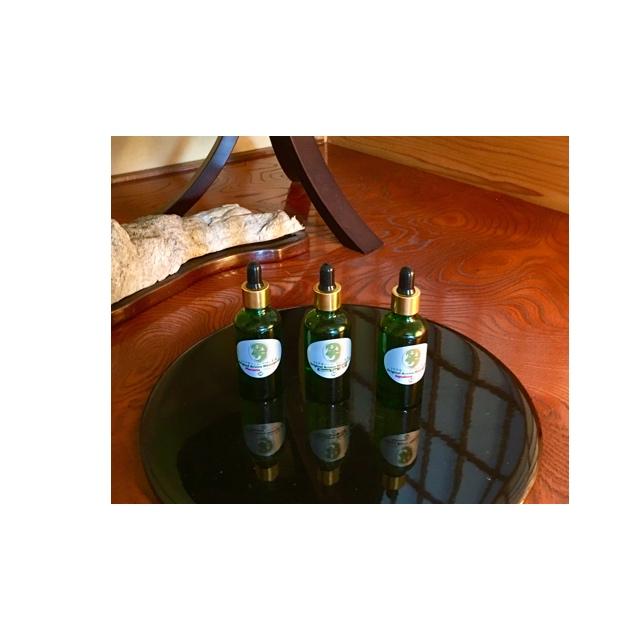 緑茶・プラセンタ・スクワランの3種類のオリジナルオイル、お客様の肌に合わせお選び頂けます。