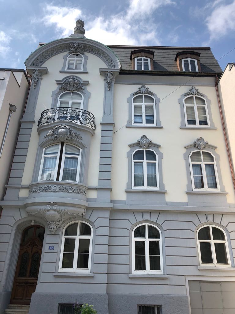 Wir renovieren mit grosser Sorgfalt Ihr Jugenstilhaus..