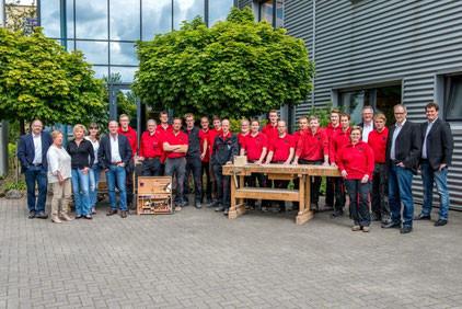 Linnemann Einrichtungen Tischler Team Tischlermeister, Tischlergeselle, Techniker, Auszubildende Vertrieb, Geschäftsführung