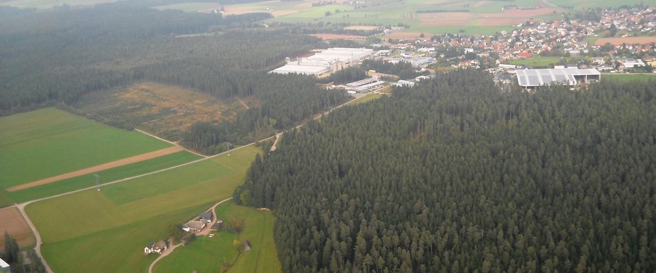 Gemeindewald Mönchweiler von Südwest mit Zeyko im Hintergrund, Luftbild, Fotograf: Jörg Maier (C)