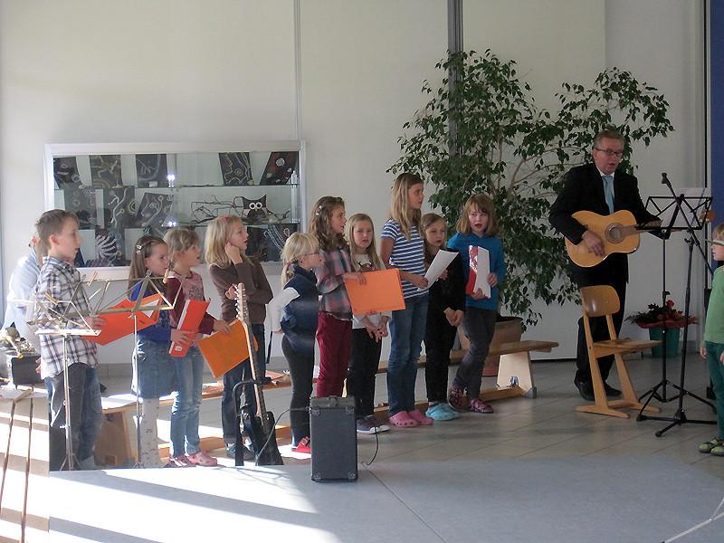 Die Flötenkinder unterstützen natürlich auch beim gemeinsamen Singen!