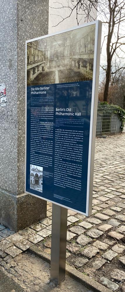 """Standort der Gedenkstele """"Die Alte Berliner Philharmonie"""" am ehemaligen Standort der Philharmonie an der Bernburger Strasse."""