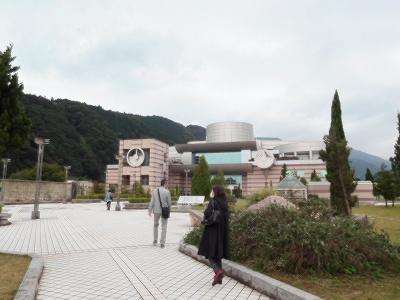 神奈川県立「生命の星・地球博物館」前景ですが、素晴らしい素敵な建物でした(^^♪