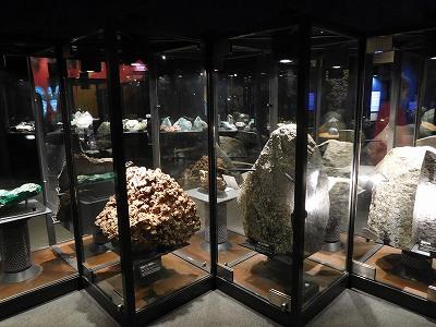 あまりにたくさんの隕石の展示にビックリ(´◉◞౪◟◉)