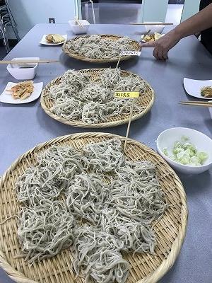 会津若松の新蕎麦の10割そばを北川先生が打ちました!!のどごしが良くてさすがです(^^♪