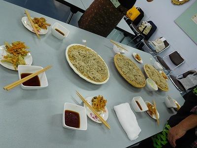 天ぷらも一緒に美味しく(^^♪ 皆で、和気あいあいとおしゃべりしながら・・・