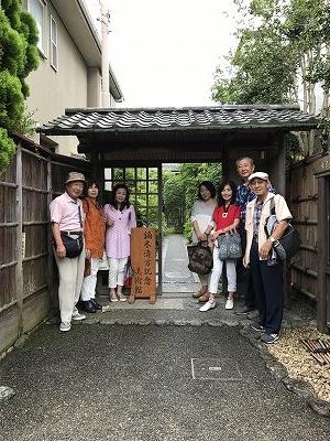 鎌倉駅から徒歩7分、小町通りから少し住宅街に入ったところにありました!「鏑木清方記念美術館」