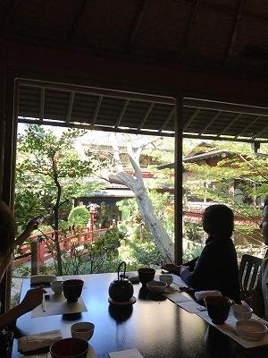 「とうふ屋うかい」は全てのお部屋から中庭を観ながら、お食事をすることができます。それが大きなご馳走(笑)