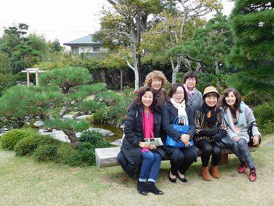 いつもの女子会(笑)個人としては、とても広い庭園なので、ゆったりと散歩をすることができます。海岸沿いに進むと、吉田像も立っています!