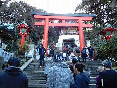 やっとたどり着いた「江の島神社」階段は結構きつかった(*_*;