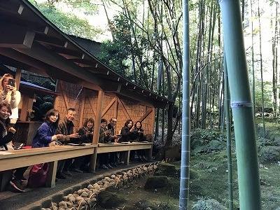 お抹茶とお菓子を頂きながら・・・幻想的な竹林を眺めることができました!!