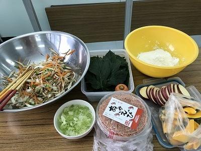 今日の天ぷらの材料は・・・・明日葉、岩手産のアミエビをご用意しました。さて、どんなお味かな・・・・(*^-^*)