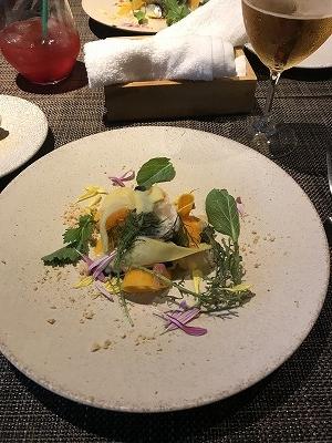 地元の野菜を使った料理で有名です(^^♪ なかなか予約が取れないことでも有名!
