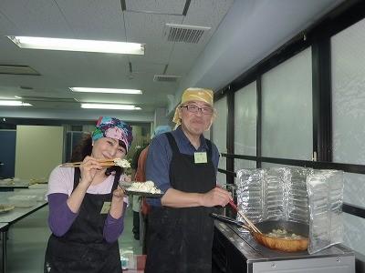 美味しい天ぷら(人参、ゴボウ、玉ねぎ)かき揚げとシイタケの天ぷらを揚げました(^^♪