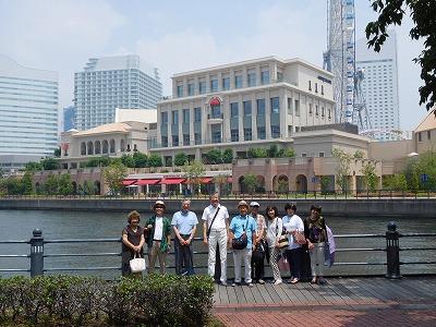 桜木町駅から 歩きはじめ「ワールドポータース」を抜け、海を左手に見ながら散策・・