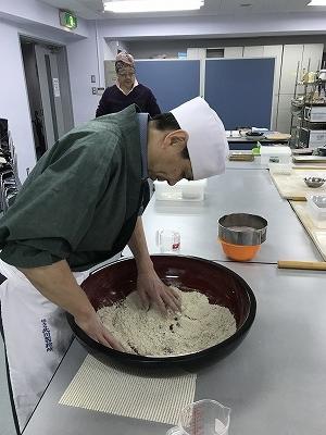 先生は10割そばです。捏ね、切り、茹で 全てが早わざです。