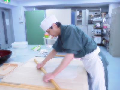 北川先生は全てに完璧・・・さすがです。本日は8割そばを8:2の2割を小麦粉ではなく「米粉」で打って食しましょう、と実験(笑)でした。グルテンフリーのそばの出来上がり(^^♪もちっとして変わりそばとしたら、美味しかったです。のど越しはないかな・・・