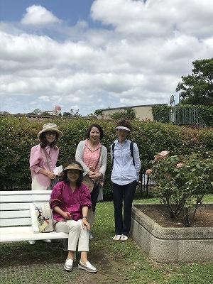 妙香寺の坂を上がると、山手公園です。ここでもなんと、「テニス発祥の地」なのです!(^^)!