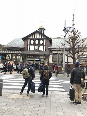 数年後取り壊される「原宿駅舎」を見に、表参道から30分竹下通りをぶらぶらと歩きました。若者文化発信のこの場所は見るだけでも面白い(笑)