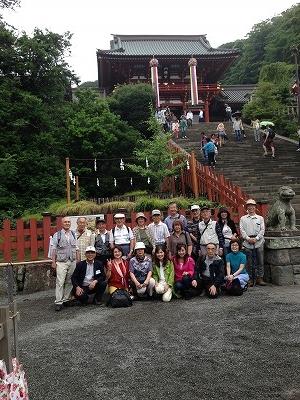 鶴岡八幡宮へ・・・大きな鳥居が見えます!