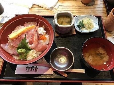 海鮮丼です。新鮮なお魚が美味しかったです!!