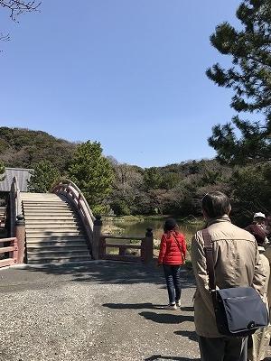 この太鼓橋は2億円かかったそうですが、赤色が3年後には剥がれてしまったそうです。斎藤先生は何でも良くご存じです!(^^)!