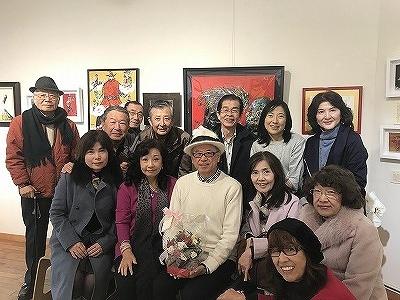 五十嵐魯敏さんと一緒に(^^♪ 後ろの赤い色の額の絵が「読売美術展 最優秀賞」に輝いた絵です!!