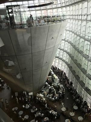 黒川紀章さんが設計した「国立新美術館」素晴らしかったです。
