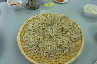 北川先生作。先生のそばは食べたとたん「美味しい~!」と皆さん。硬さも丁度好い加減で、のど越しがグ~です~(^.^)/~~~