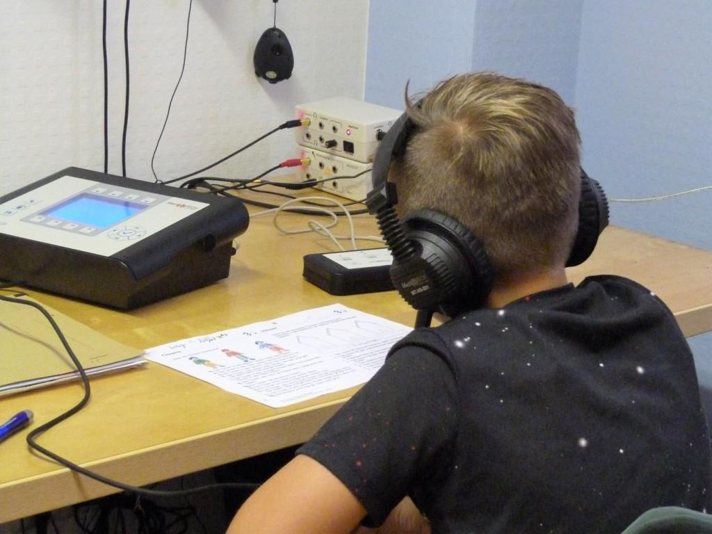 Mit dem Lateraltraining erlernen die Schüler, Fremdgeräusche auszublenden und dadurch ihre Ablenkbarkeit zu reduzieren. Es wird die Verknüpfung zwischen kognitiver und motorischer Leistung synchronisiert.